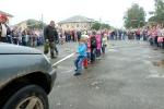 Перетягивание автомобилей детьми в День строителя. Фото_11