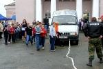 Перетягивание автомобилей детьми в День строителя. Фото_16