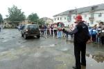 Перетягивание автомобилей детьми в День строителя. Фото_5